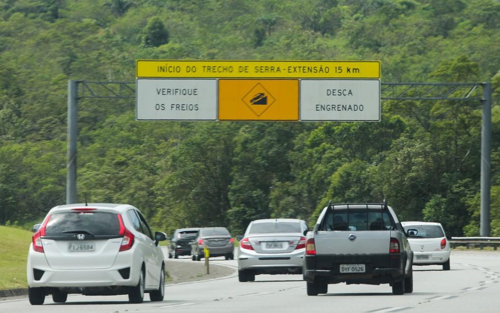 Movimentação de veículos na Imigrantes, sentido litoral sul de São Paulo (Foto: Luis Cleber/Estadão Conteúdo)