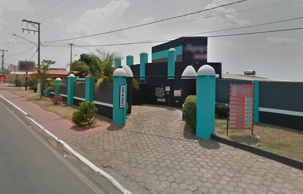 Pai foi detido com outro homem em motel com filho de 11 meses  — Foto: Google Street View/Reprodução