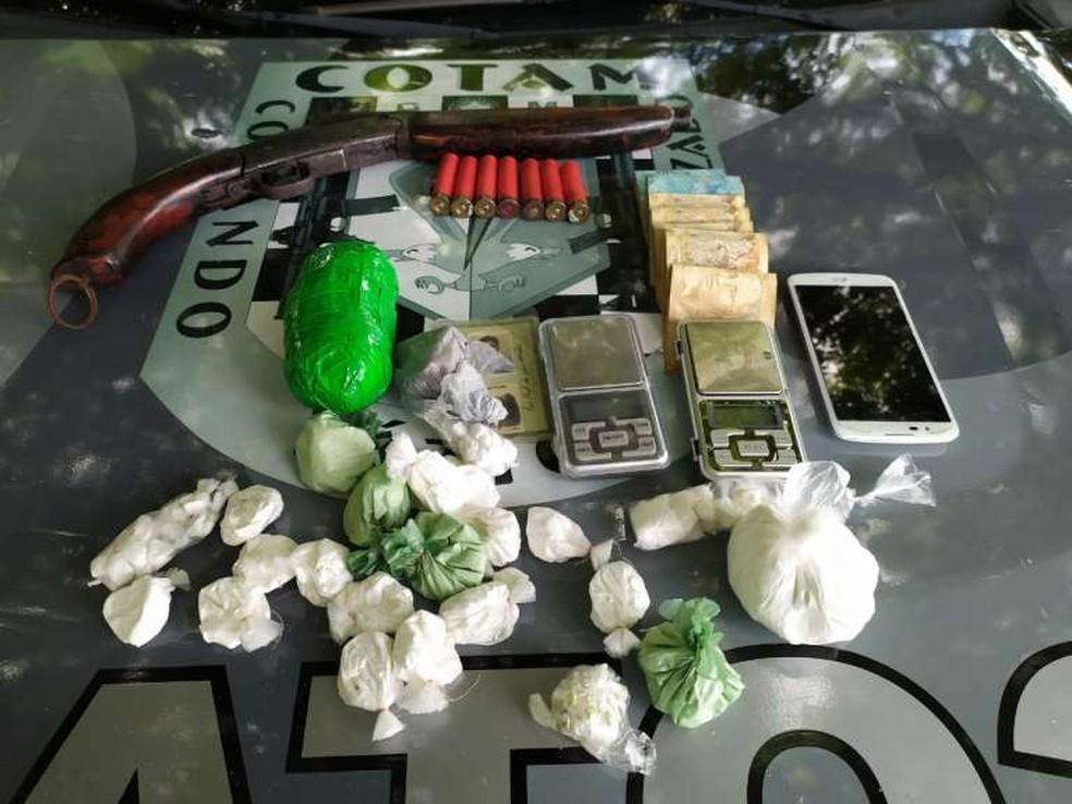 Polícia prende homem que escondia drogas dentro de tomadas elétricas de residência em Pindoretama. — Foto: Divulgação