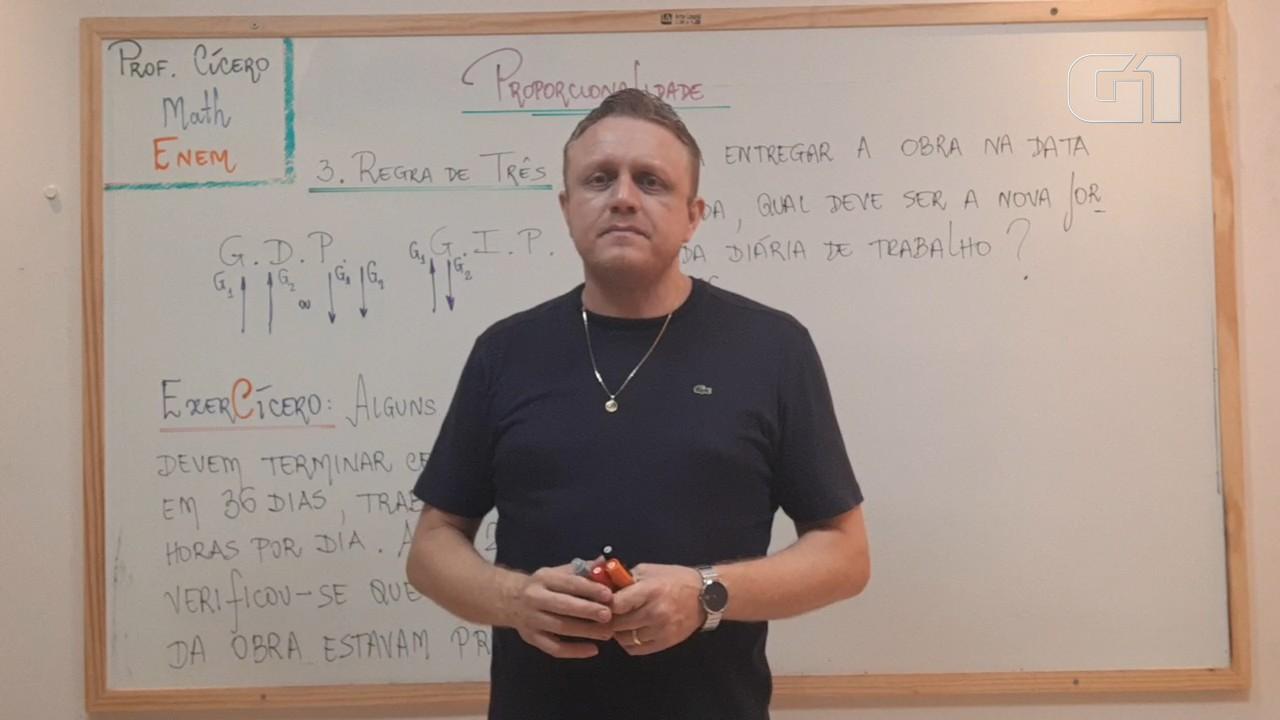 Aula virtual com professor de matemática ensina sobre regra de três