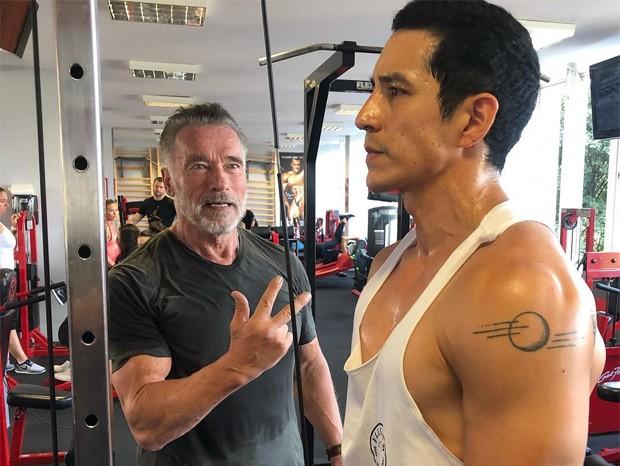 Arnold Schwarzenegger e Gabriel Luna (Foto: Reprodução/Instagram)