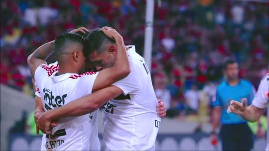 """Everton explica por que não comemorou gol sobre o Flamengo e lamenta cartão que o tira de clássico: """"Dei mole"""""""