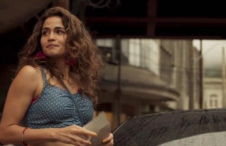 Na sexta (28), Érica (Nanda Costa) e Sandro (Humberto Carrão) assumirão que estão apaixonados um pelo outro Reprodução