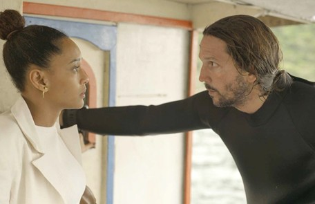 Na terça (10), Davi (Vladimir Brichta) descobrirá que Vitória (Taís Araujo) é advogada de Álvaro (Irandhir Santos) Reprodução