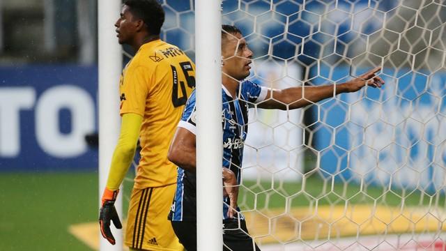 Hugo Souza e Diego Souza em Grêmio x Flamengo