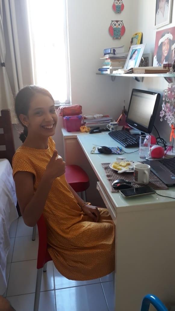 Mãe de adolescente com paralisia cerebral busca ajuda para jovem poder andar sozinha: 'Sonho'