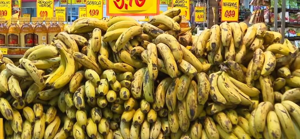 Banana foi o único produto que teve queda em Natal — Foto: Reprodução/TV Anhanguera