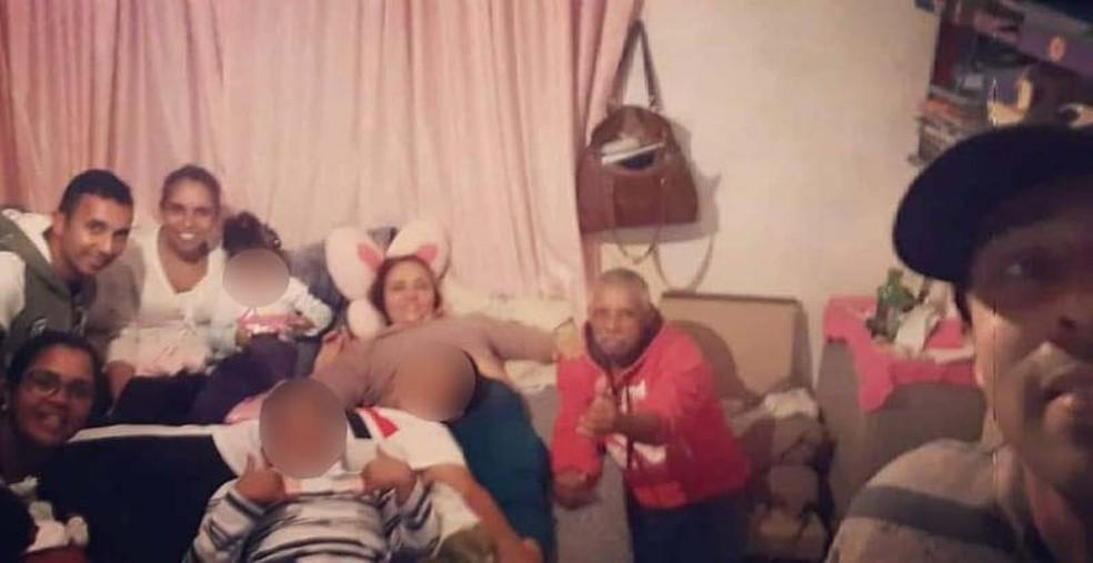 Na foto, Marcos e sua família, que afirma estar bastante abalada com o ocorrido — Foto: Arquivo pessoal