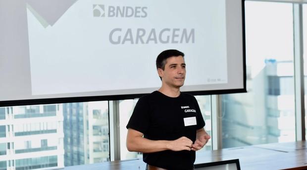 Fernando Rieche, responsável pela operação do BNDES Garagem (Foto: André Telles/Divulgação BNDES)