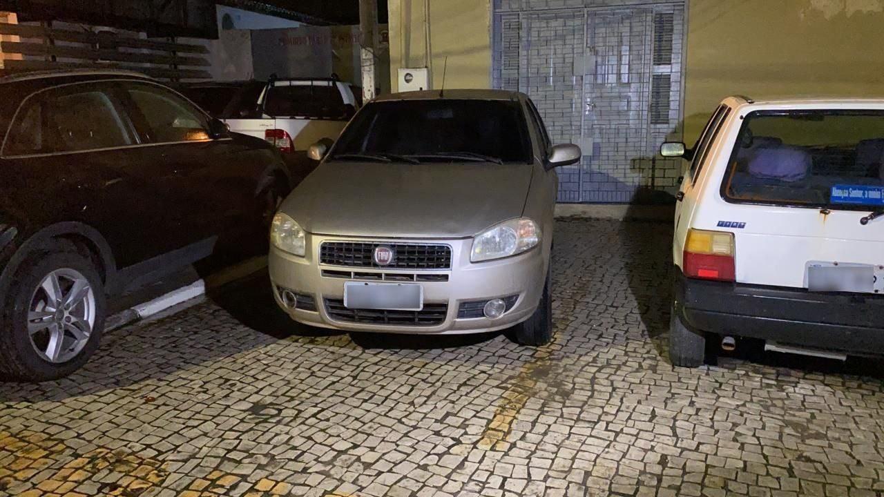 Mulher é mantida refém no porta-malas do próprio carro durante assalto na Grande Fortaleza