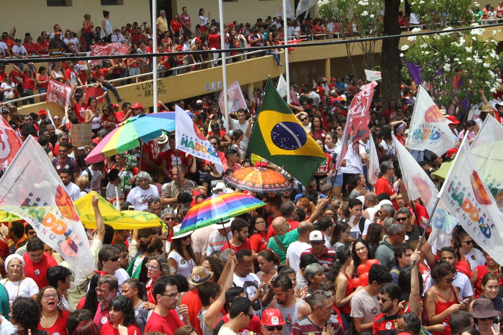 Ato de campanha de Fernando Haddad em João Pessoa na manhã desta sexta-feira (26) — Foto: André Resende/G1