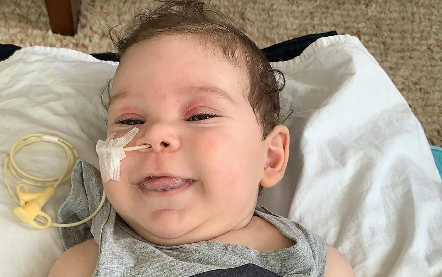 Família consegue dinheiro e compra remédio mais caro do mundo para bebê com atrofia muscular espinhal