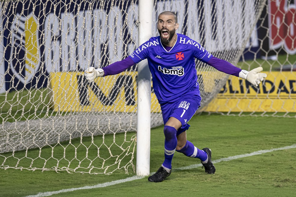 Destaque ao defender três pênaltis na Taça Rio, Vanderlei é um dos nove reforços do Vasco para Série B — Foto: Jorge Rodrigues/AGIF