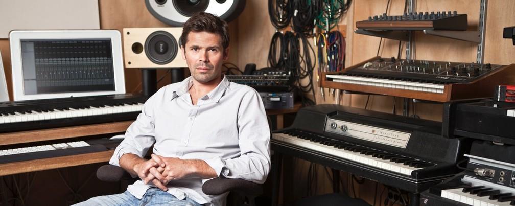 O produtor Sacha Skarbek, um dos primeiros que trabalharam com Adele — Foto: Divulgação