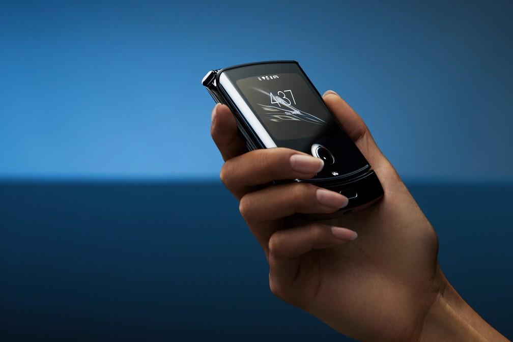 Tela externa do Motorola Razr — Foto: Divulgação