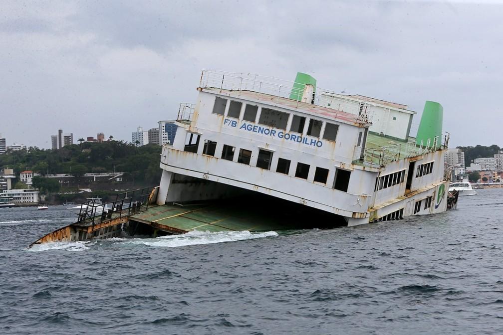Com afundamento assistido de ferry-boat, Bahia investe no turismo subaquático — Foto: Camila Souza/GovBA