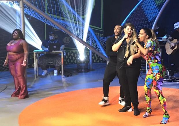 Nego do Borel, Marília Mendonça e Anitta cantando juntos (Foto: Rafael Godinho/Ed.Globo)