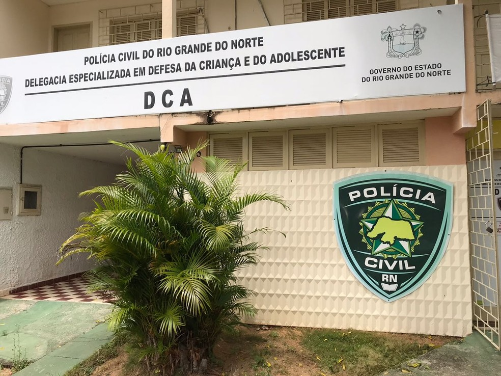 Preso pela Operação Luz da Infância em Natal foi encaminhado para a Delegacia Especializada em Defesa da Criança e do Adolescente (Foto: Kleber Teixeira/ Inter TV Cabugi )
