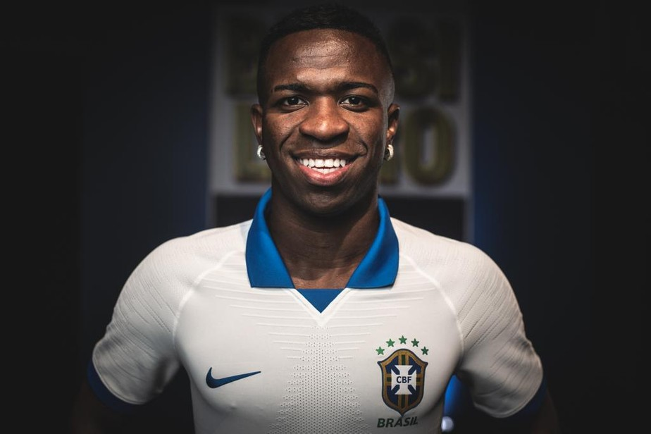 f9eda5f85b ... Com Vinicius Junior, seleção brasileira apresenta a nova camisa branca
