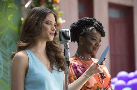 Juliana Paiva e Cris Vianna em 'O tempo não para' (Foto: Reprodução)