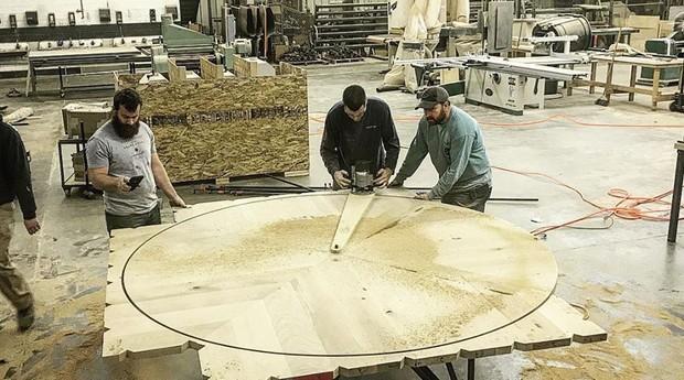 Os móveis são feitos a mão (Foto: Reprodução/Lamon Luther)