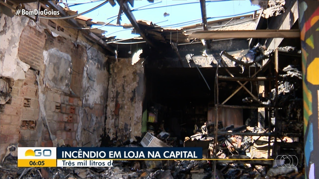 Incêndio destrói loja no centro de Goiânia