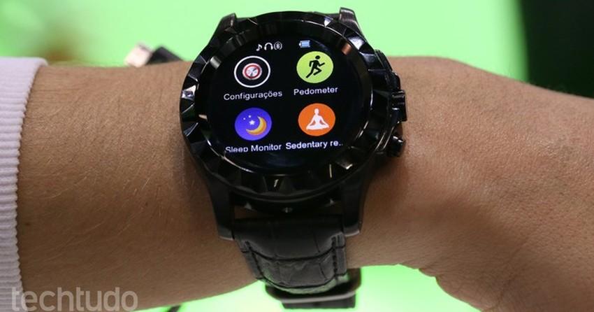 e2a15d00c6b Smartwatch de R  459 e relógio inteligente para criança  veja os lançamentos  da DL