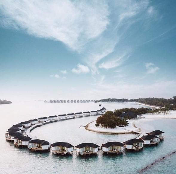 Yasmin Brunet e Gabriel Medina curtem Ilhas Maldivas em hotel com diária de R$ 11 mil (Foto: Reprodução/Instagram @cinnamondhonvelimaldives)