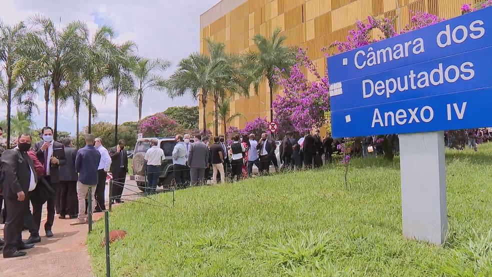 Fila sem distanciamento no anexo IV da Câmara dos Deputados  — Foto: Câmara dos Deputados/Divulgação
