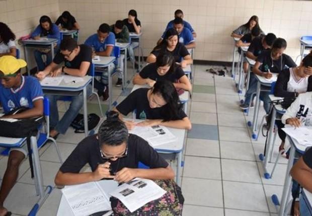 Simulado do Enem na Bahia; 'as pessoas identificam a matemática com a parte operacional, com saber a fórmula. Mas é muito mais do que isso: é a consequência de entender conceitos', diz especialista (Foto: Suami Dias/ GOVBA via BBC)