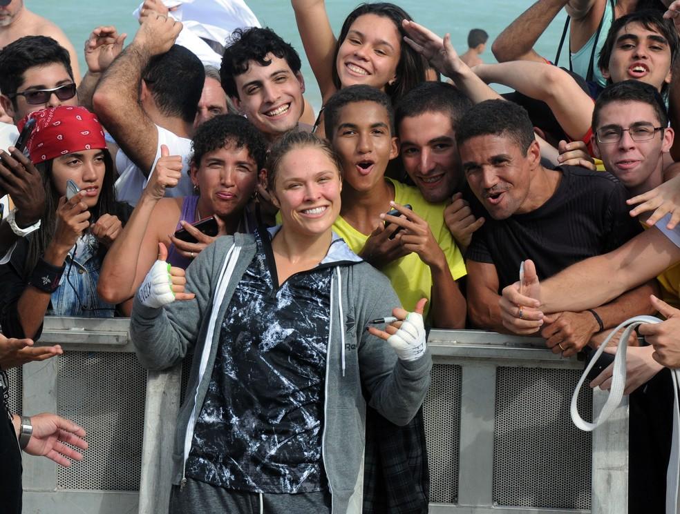 Ronda Rousey mobilizou multidões mesmo no Rio, quando enfrentou a brasileira Bethe Correia — Foto: André Durão