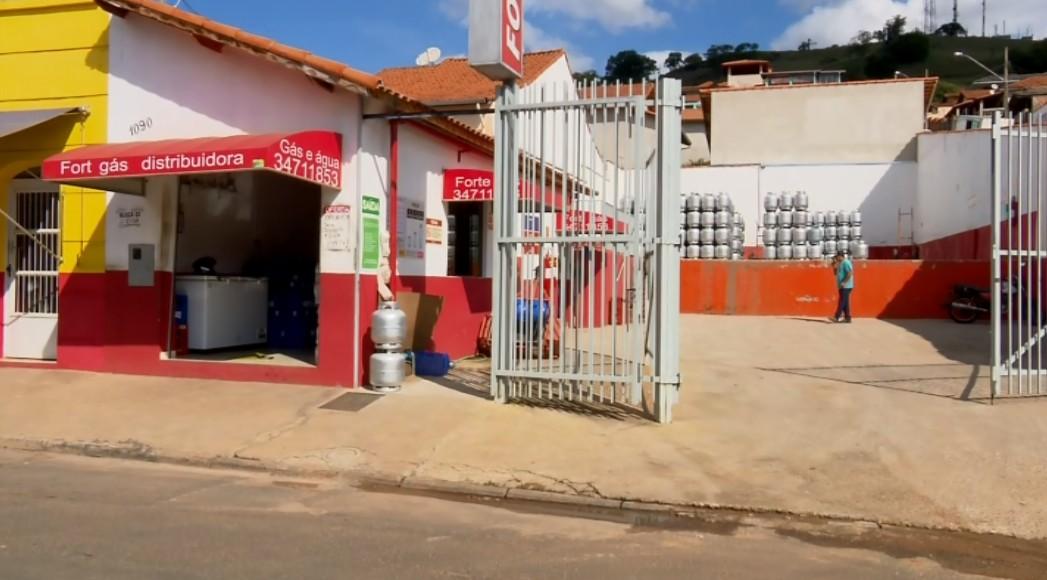 Irmãos são baleados durante assalto a depósito de gás em Santa Rita do Sapucaí, MG