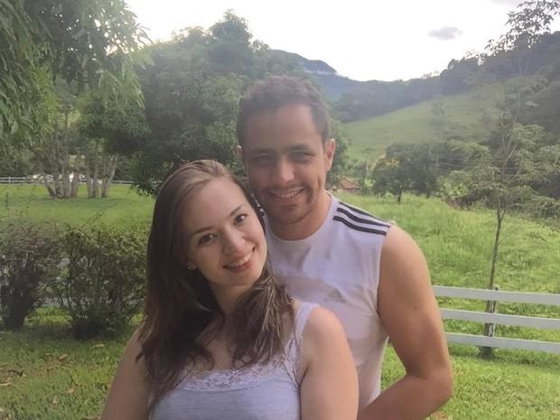 Após dois anos de presentes mais caros, Juliane e Bruno mudaram os planos para o Dia dos Namorados em 2016 em meio à crise (Foto: Arquivo pessoal)