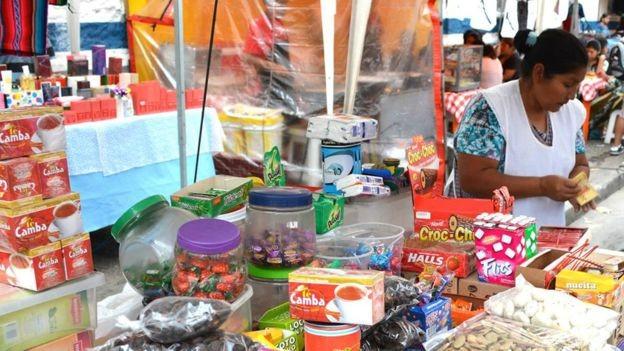 BBC - Bolivianos em São Paulo encontram barreiras para conseguir financiamento para compras como as de imóveis (Foto: LUIS VASQUEZ/ASSEMPBOL/ VIA BBC NEWS BRASIL)