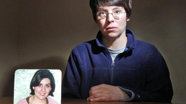 A filha de Holly Dee foi morta a tiros pelo marido, algo que ocorre com 50 americanas por mês (Foto: GETTY IMAGES via BBC)