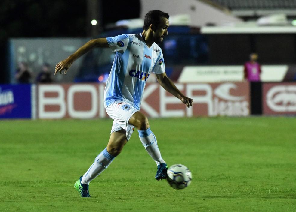 ... Thiago Ribeiro está de olho nos espaços que o Goiás pode deixar para  poder marcar pelo 9265205ca6315