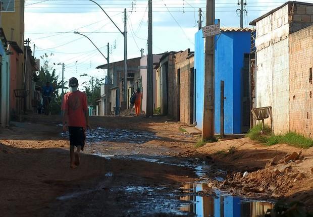 Cidade Estrutural em Brasília. Levantamento feito com base na Pesquisa Nacional por Amostra de Domicílios de 2015 mostra que 18 milhões de meninas e meninos são afetados pela pobreza monetária no país (Foto: Marcello CasalJr/Arquivo Agência Brasil)