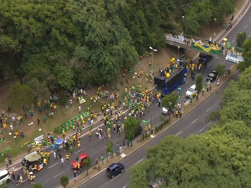 Manifestantes se reuniram na Avenida Goethe, em Porto Alegre — Foto: G1 RS