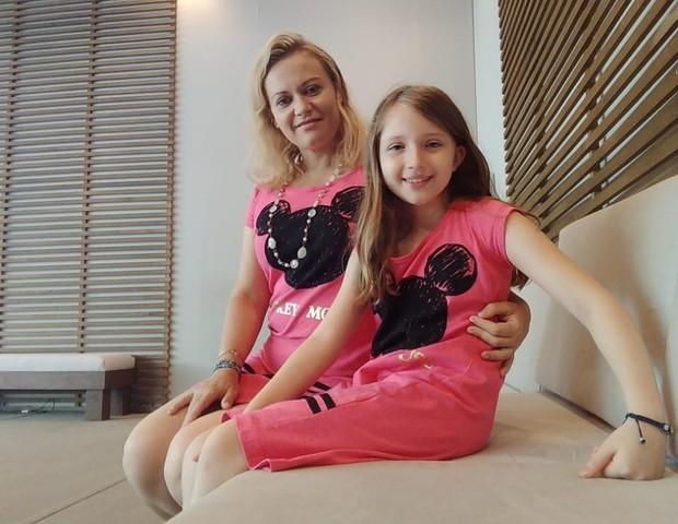 A professora Juliana Tedeschi com a filha, Bianca, 8 (Foto: Arquivo Pessoal)
