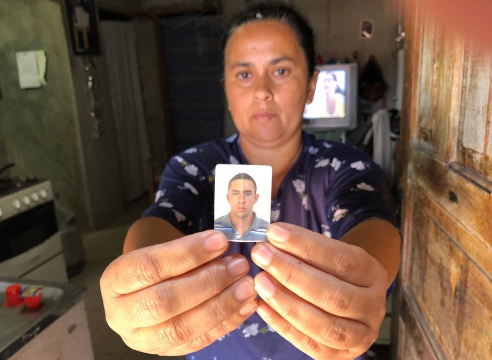 Angela Maria da Silva Azevedo, mãe de Marcelo da Silva Azevedo, acusado de matar a mulher, diz que não fala com o filho desde o crime (Foto: Kleber Tomaz/G1)