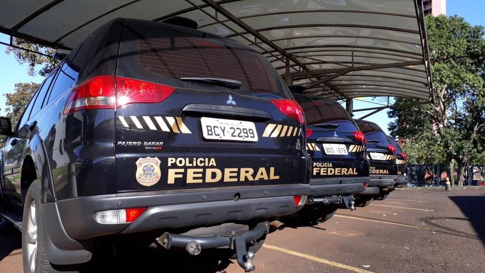Segundo a PF, o grupo criminoso investigado era especializado no tráfico de drogas, armas e munição do Paraguai para o Brasil e no envio de motocicletas roubadas e furtadas para o país vizinho — Foto: PF/Divulgação