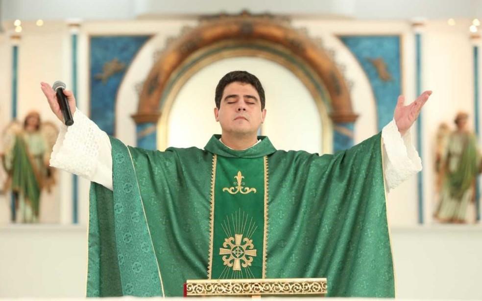 Padre Robson, que foi vítima de extorsões em 2017 — Foto: Afipe/Divulgação