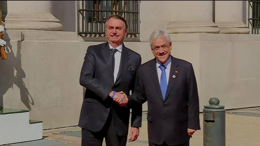 Jair Bolsonaro é recebido pelo presidente chileno, Sebastián Piñera