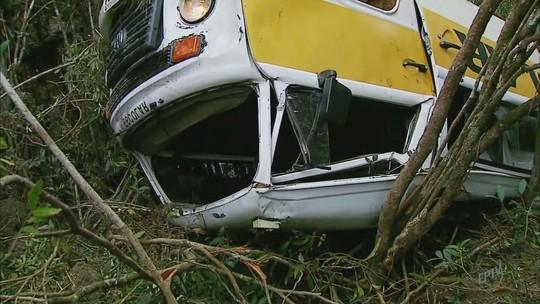 Motorista pode ter cochilado em acidente com Kombi cheia de crianças em MG, diz polícia