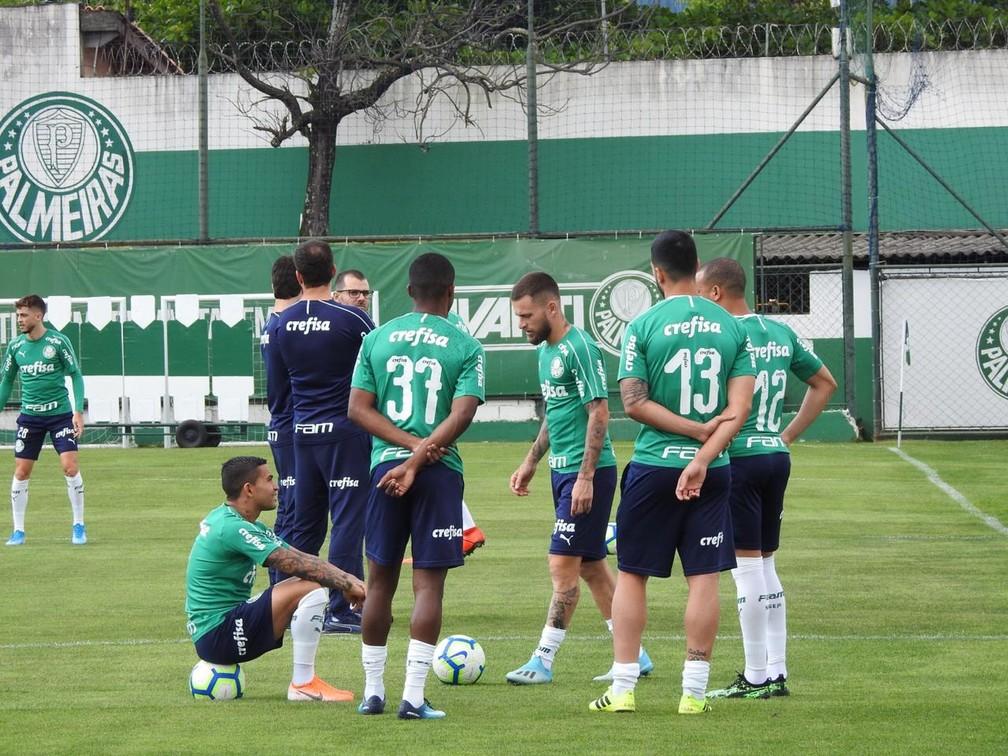 Jogadores do Palmeiras no treino desta sexta — Foto: Felipe Zito