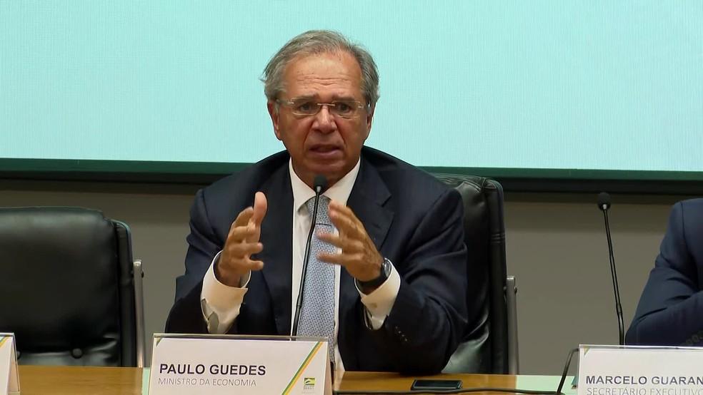 O ministro da Economia, Paulo Guedes, anuncia medidas emergenciais contra o coronavírus — Foto: Reprodução/GloboNews