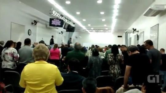 Pastor atacado com faca durante culto transmitido ao vivo diz que perdoa agressor: 'Não tenho raiva'