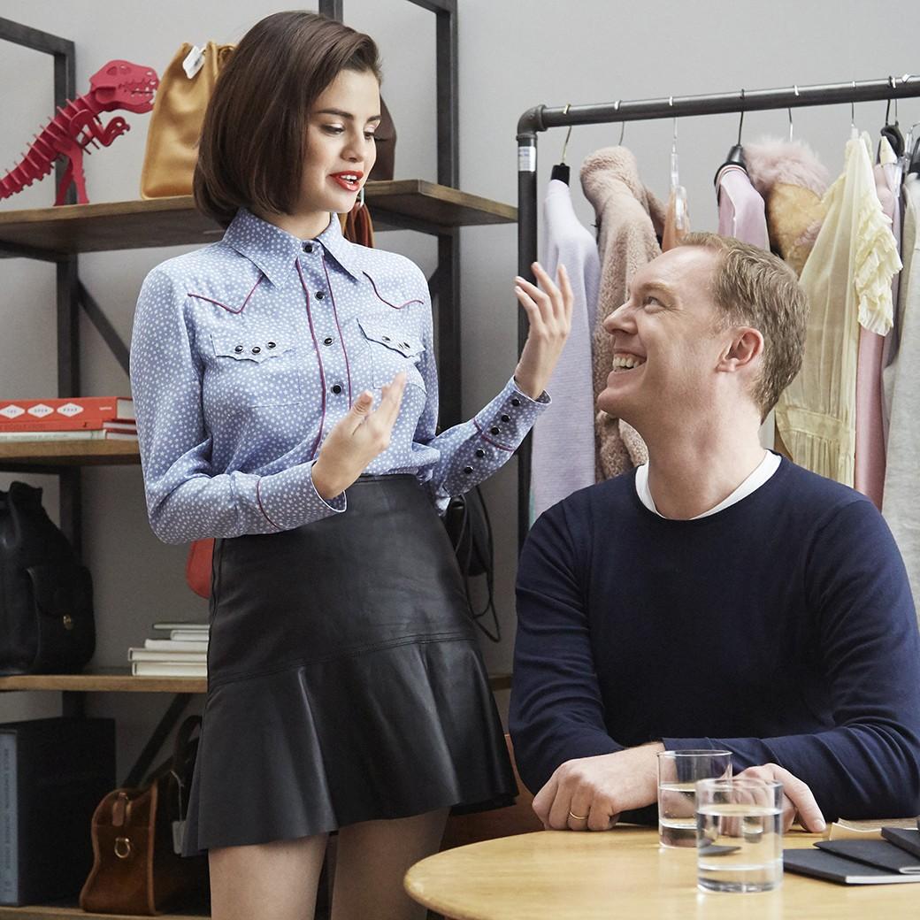 Coach x Selena Gomez: cantora assina coleção de roupas para marca (Foto: Divulgação)