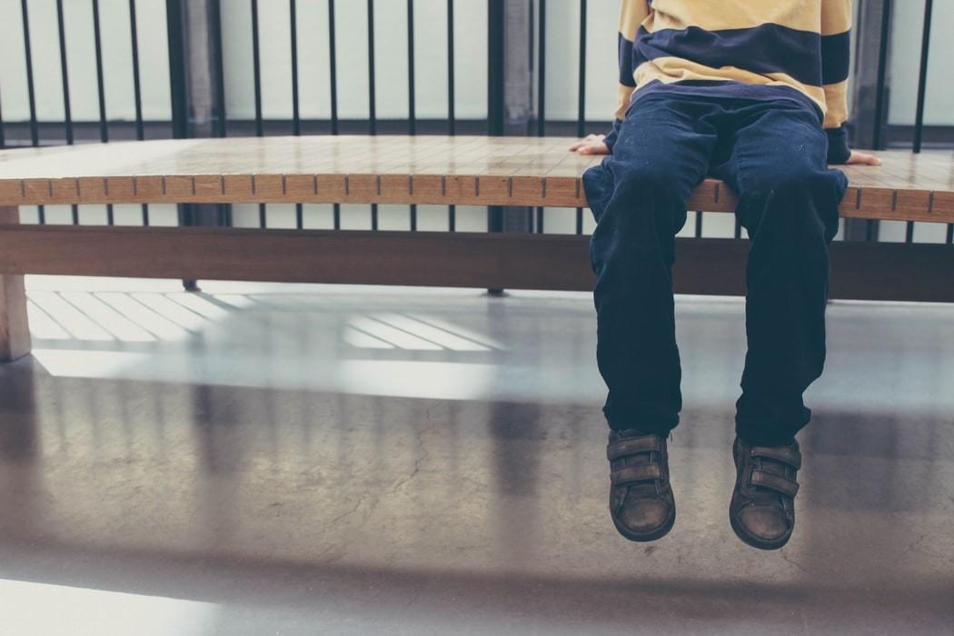 Pai adotivo é suspeito de agredir e trancar filho fora de casa no litoral de SP