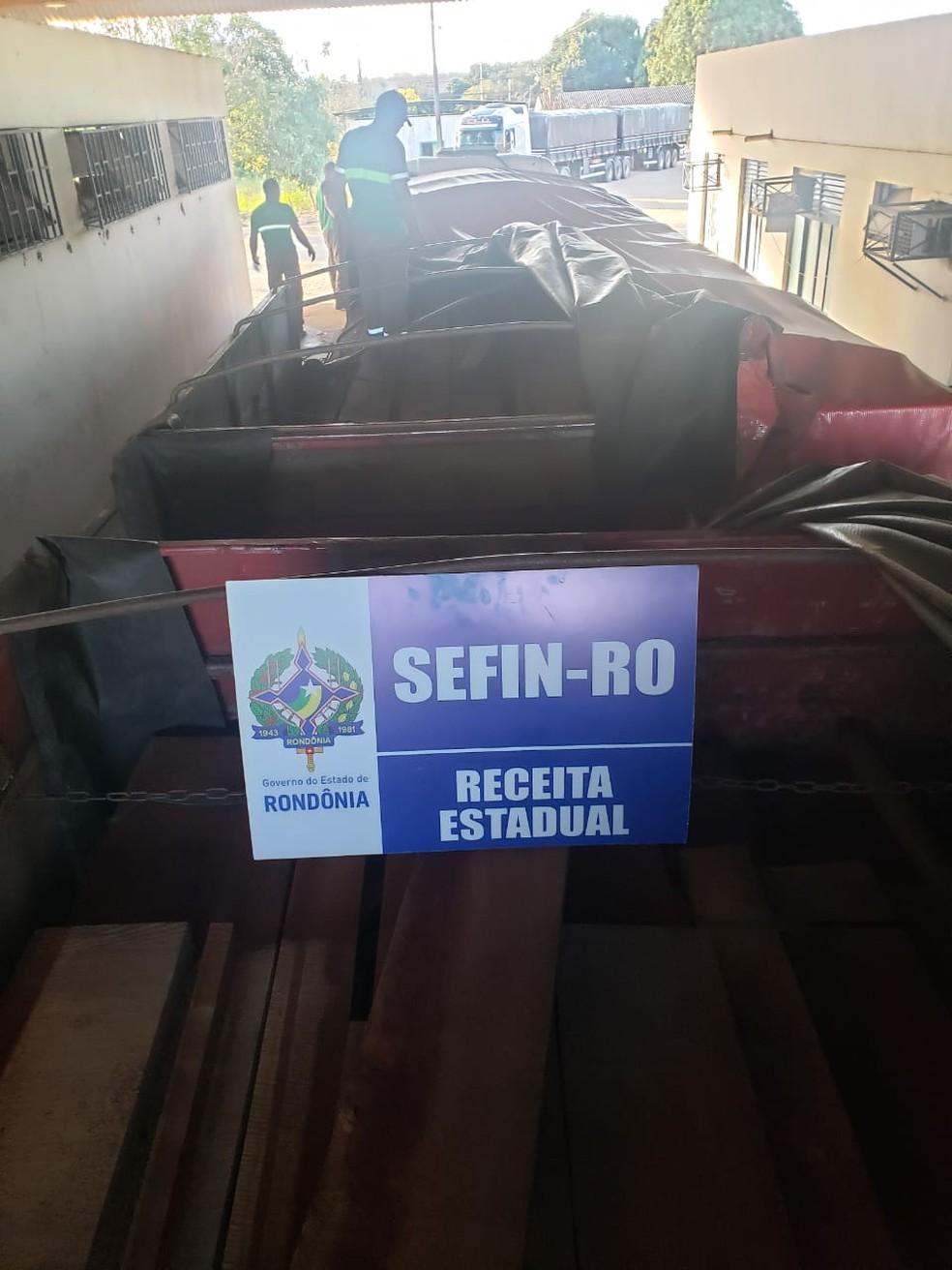 Sefin-RO e Semfaz-AM apreendem mais de 100 m3 de madeira em Vilhena, RO — Foto: Divulgação/Sefin-RO